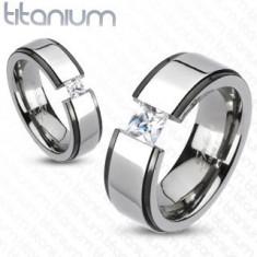 Inel lat din titan - negru şi argintiu, dungă ridicată, zirconiu - Marime inel: 65