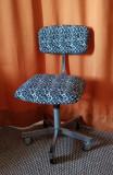 Scaun retro pentru birou din oțel cu 5 roți și cu spătar reglabil