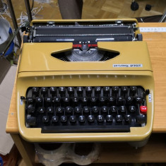 Masina de scris portabila Privileg 270T