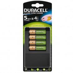 Set acumulatori Duracell, 4 x AA, 1300 mAh, incarcator CEF15 inclus