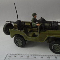 bnk jc Dinky 612 Commando Jeep