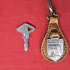 Breloc vechi, Perioada Comunista:  Dacia - UAP si o cheie veche de Dacia
