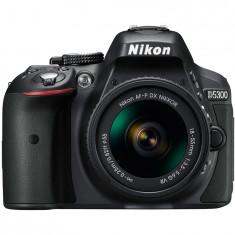 Aparat foto DSLR Nikon D5300 24,2MP Negru + Obiectiv AF-P 18-55mm VR + Baterie EN-EL14a + Geanta DSLR + Card 64GB