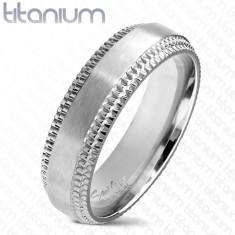 Bandă de titan într-o nuanță de argint - fâșie mijlocie mată, margini crestate, 6 mm - Marime inel: 54