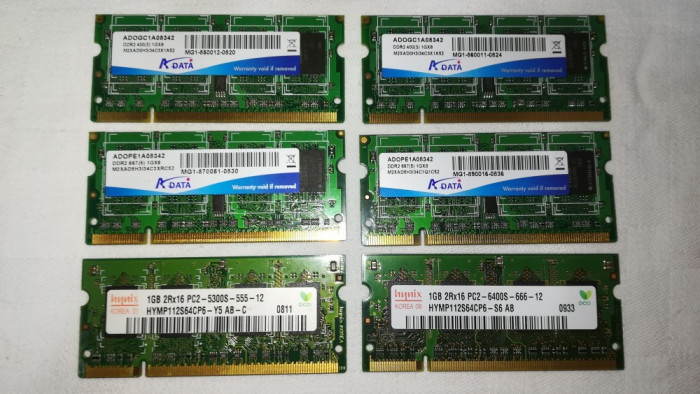 Memorii RAM laptop 1 GB / DDR2 / 400 MHz / PC3200 / CL-5