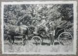 Doamna langa o trasura// foto Romania interbelica