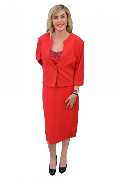 Costum deosebit, pentru ocazii speciale, in nuante de maro, rosu