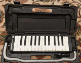 Triola Hohner melodica student 26