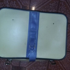 Valiza geamantan/valiza/cufar retro model Ceusist,model RAR,colectie,T.GRATUIT