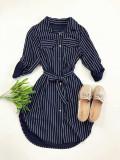 Cumpara ieftin Rochie ieftina casual stil camasa bleumarin si neagra cu linii verticale si cordon in talie