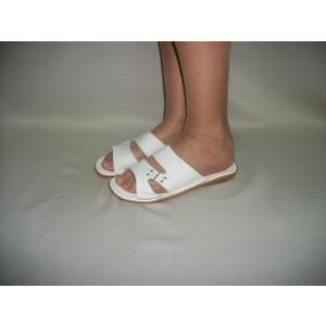Papuc practic, de culoare alba, din piele naturala, cu talpa plata