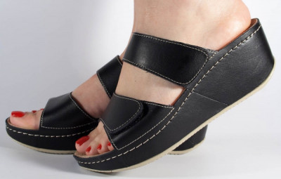 Saboti/Papuci MUBB negri din piele naturala (cod 6680.1) foto