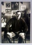 CORNELIU BABA POZAND,STAND PE SCAUN IN ATELIERUL PROPRIU , FOTOGRAFIE MONOCROMA, PE HARTIE CRETATA