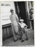 C775 Fotografie centru vechi Ploiesti 1936 barbat si copil