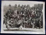 ROMA - OSTIA , FOTOGRAFIE DE GRUP IN AMFITEATRUL ROMAN , MONOCROMA PE HARTIE LUCIOASA , DATATA 1933 , ONDULATA SI CU SEMNE DE UZURA *