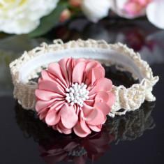 Bentita din dantela cu floare roz