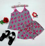 Cumpara ieftin Pijama dama ieftina primavara-vara alb cu negru din satin lucios cu imprimeu buze