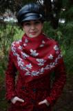 Esarfa deosebita, nuanta marsala, cu model de flori rafinate gri