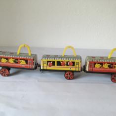 Jucarie veche de tabla China trenulet (3 vagoane) Toys, anii 80, ME 855