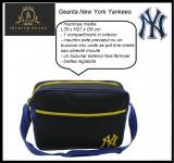 In STOC! Geanta New York Yankees - 100% Originala - Dimensiuni 35 x 27 x 9 cm, Geanta tip postas, Bleumarin, Panza