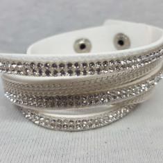 Bratara din material textil cu pietre din plastic tip cristale, alba