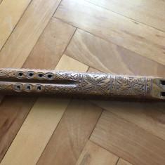 Fluier vechi dublu,german din lemn sculptat