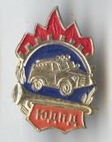 Insigna veche POMPIERI masina de pompieri in misiune - Superba