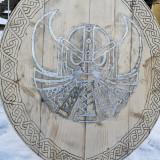 Scut celtic din lemn și inserție metalica!Unicat!