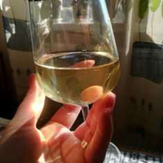 Vin alb  calitate superioara 100% natural,productie proprie