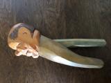 Spargator de nuci rustic german,din lemn sculptat