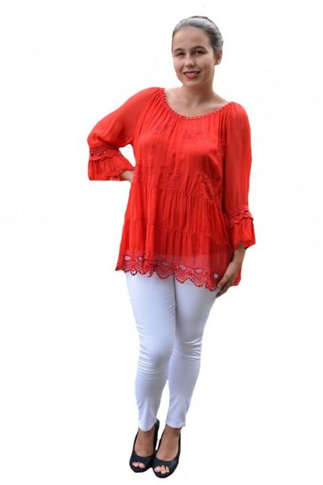 Bluza Anastasia rafinata cu insertii fine de dantela ,nuanta de rosu