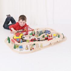 Circuit cu tren marfar din lemn