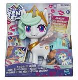 My Little Pony Potiunea Magica - Figurina interactiva Magical Kiss Unicorn Printesa Celestia