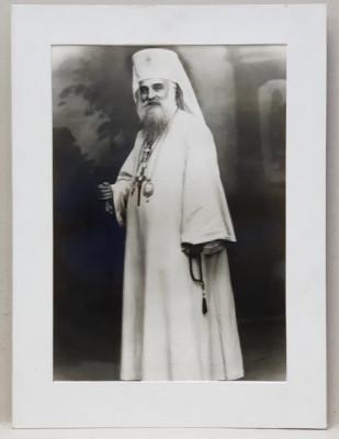 PATRIARHUL MIRON CRISTEA ( 1868 - 1939) , FOTOGRAFIE IN STUDIO , PE HARTIE LUCIOASA , PERIOADA INTERBELICA foto