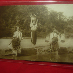 Ilustrata -Fotografie- 3Tinere- Costume populare romanesti -1932,reclama Loterie
