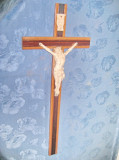 9455-Crucifix mare antic 1900 lemn cu portelan biscuit perioada 1900.