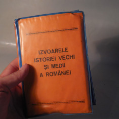 ALBUM / CLASOR CU DIAPOZITIVE - IZVOARE ALE ISTORIEI VECHI SI MEDII ALE ROMANIEI