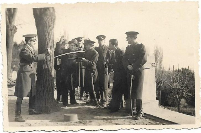 Fotografie ofiteri romani cu sabii 1936