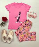 Pijama dama ieftina din bumbac cu tricou roz si pantaloni roz cu imprimeu BB