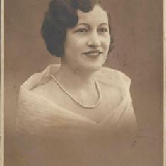 Fotografie portret doamna studio Bucuresti poza veche romaneasca interbelica
