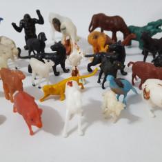 Figurine,animalute,pasari, ciobani din plastic vechi romanesti