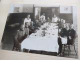 Fotografie ofiteri la masa, WW2