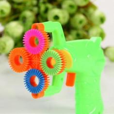 Pistol baloane de sapun, alimentare baterii, flacon solutie inclus