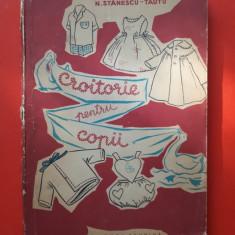 CROITORIE PENTRU COPII ×  M ANDRUSCA an 1960