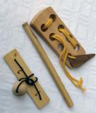 Trei obiecte din lemn