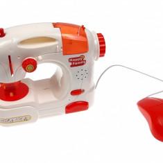 Masina de cusut de jucarie Happy Family cu sunete si lumini