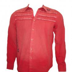 Camasa de barbati, rosie, cu maneca lunga si imprimeu de litere