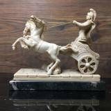 STATUETA (marmura/os) SOLDAT ROMAN IN CAR DE LUPTA