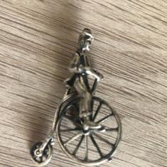 Biciclist cu bicicleta  retro de epoca ,figurina din argint