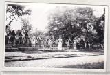 Bnk foto Sapanta - Cimitirul vesel - 1978 - ruptura in partea de jos, Alb-Negru, Cladiri, Romania de la 1950